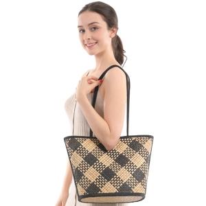 CB0852 Checker Pattern Straw Basket Hand Bag