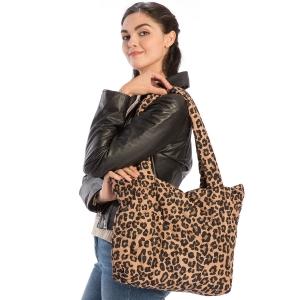 CB9705 Leopard Print Puffer Tote Bag