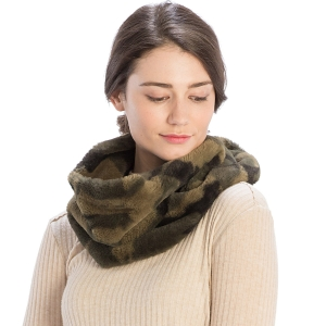 CS9201 Faux Fur Camouflage Infinity Scarf